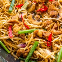 Stir Fried Mushroom & Chicken Noodles