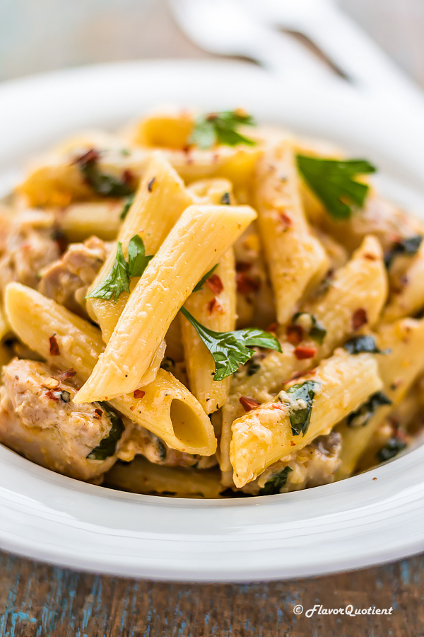 Spicy Chicken Alfredo Pasta | Flavor Quotient | This spicy chicken alfredo pasta is one of my favorite pastas because of its spicy quotient. This chicken alfredo pasta is not only super yum but super easy too!