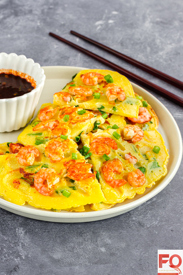 This Korean style prawn pancake, which is a very popular street food in Korea, has been my latest discovery and I just can't get over it! A pure prawn-lover's delight! If you are a seafood lover, then this Korean shrimp pancake will be your dream! | Korean shrimp pancake | shrimp pancake recipe | Asian shrimp pancake | Savory Korean shrimp pancake | Shrimp pancake batter | Scallion shrimp pancake | Chinese shrimp pancake
