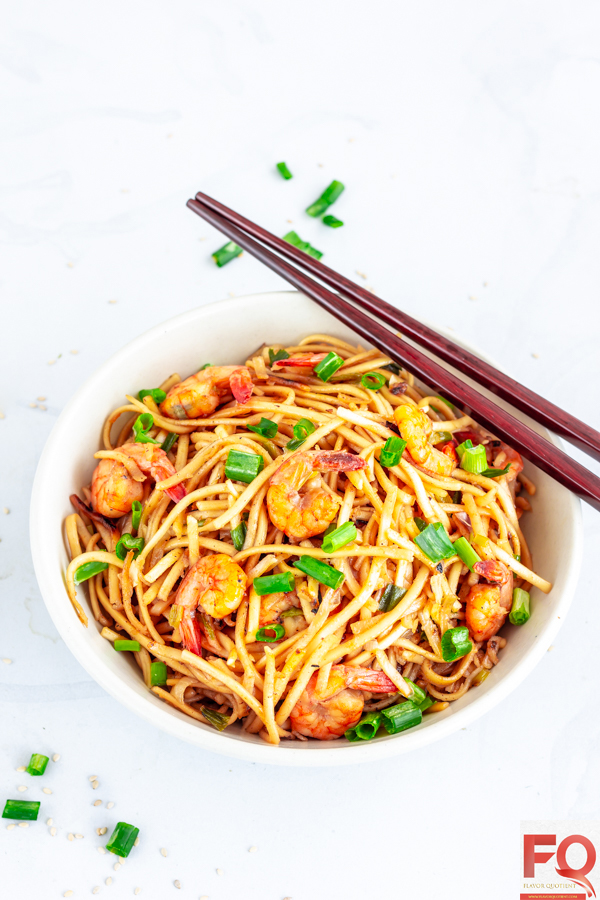 The Japanese shrimp udon noodles stir fry is the best example of class and simplicity! Being a shrimp as well as noodles lover, I hopelessly fell in love with this fuss-free shrimp udon noodles stir fry and it has easily become our frequent go-to weeknight meal! | Shrimp Udon Noodles stir fry | Shrimp Udon Noodles soup | Shrimp Udon Noodles recipe | Garlic Shrimp Udon Noodles | Spicy Shrimp Udon Noodles | How to make Shrimp Udon Noodles