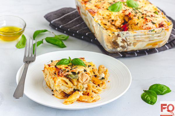 This quintessential cheesy chicken pasta bake will make your weekend lunch yummilicious with your family and friends! You can make it ahead too & just bake it to perfection before serving! | chicken pasta bake recipes | Creamy chicken pasta bake | easy chicken pasta bake | cheesy chicken pasta bake | chicken pasta bake recipes easy | Alfredo chicken pasta bake | baked chicken pasta | baked chicken pasta recipe | baked pasta recipe | chicken pasta recipe